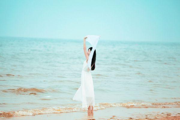 梦见和未来心爱的老公结婚了但老公并不开心因为他朋友要死了